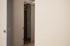 Раздвижная одностворчатая зеркальная дверь