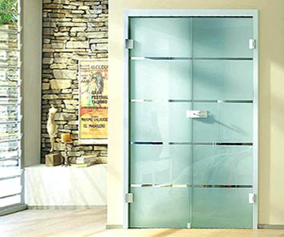 Двустворчатые распашные стеклянные двери