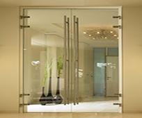 Распашные стеклянные двери