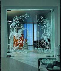 Маятниковые стеклянные двери двустворчатые